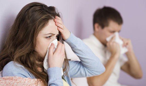 Bronchitis ist ansteckend durch Husten, Niesen etc.